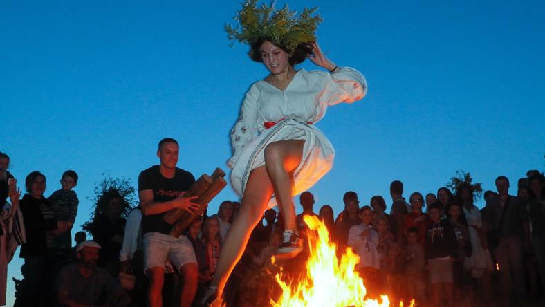 Noc Kupały, jest odpowiednikiem Nocy Świętojańskiej; to święto przyrody, letniego przesilenia związane z kultem trzech żywiołów: wody, ognia i wiatru.