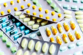 Codziennie kilka tysięcy Polaków kupuje w aptekach fałszywe leki [WYWIAD]