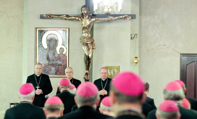 U katolików z PiS trwoga. Karcący list Episkopatu