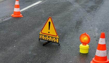 Śmierć na drodze. Strażacy wycinali ciało z auta