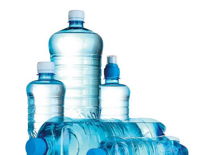 SUŠA U NAŠIM BUBREZIMA: Zašto Srbi ne piju dovoljno vode? Posledice su OZBILJNE!