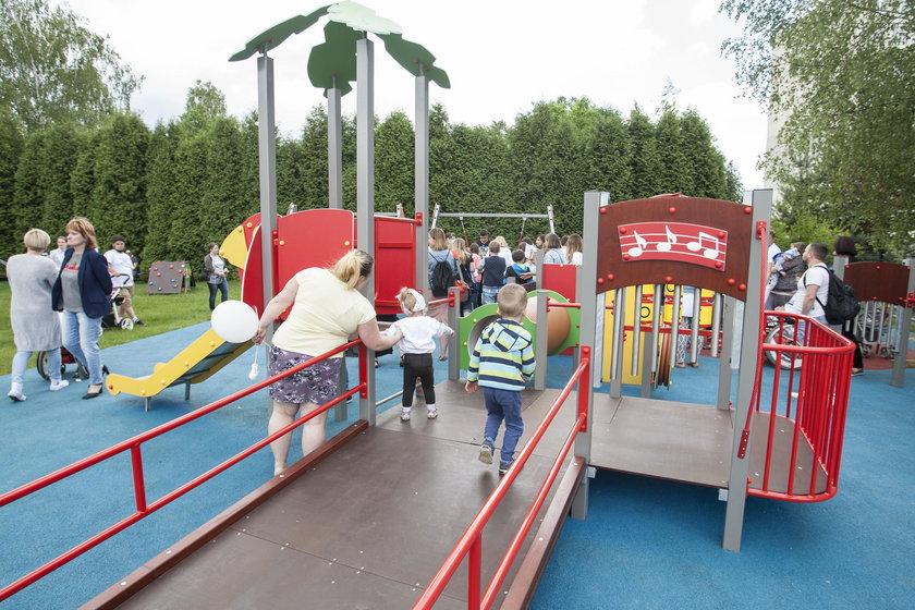 Katowice. Integracyjny plac zabaw przy Górnośląskim Centrum Zdrowia Dziecka