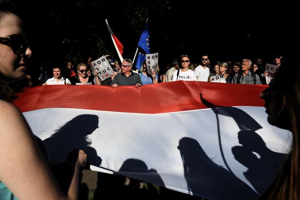 Chodzi o wpis posła PO Michała Szczerby, który umieścił na Twitterze zdjęcie i dane osobowe st. aspiranta Roberta Sawery, który podejmował interwencję wobec jednego z protestujących.