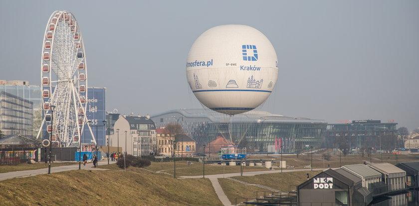 Balon widokowy informuje o stanie zanieczyszczenia powietrza
