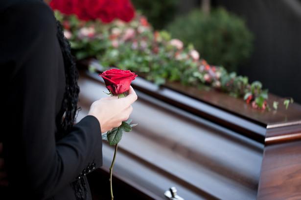 Pozwany twierdził, że powódka otrzymała zasiłek pogrzebowy w wysokości 4 tys. zł i w tej kwocie powinna zamknąć wszystkie wydatki związane z pochówkiem