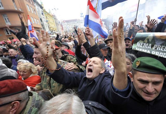 Slavlje na ulicama Zagreba posle objavljivanja oslobađajuće presude Gotovini i Markaču