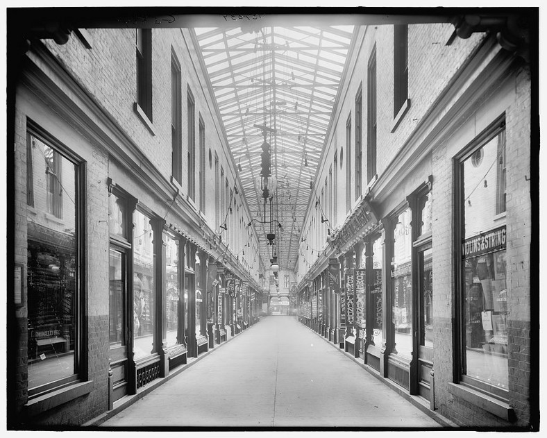 Emery Arcade Fot. Detroit Publishing Co., Library of Congress Public Domain