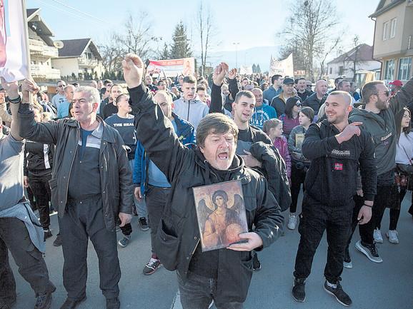 Građani širom Crne Gore četvrtkom i nedeljom izlaze na mirne proteste