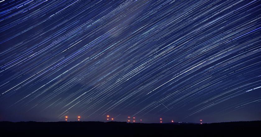 Perseidy powstają z pozostałości komety 109P/Swift-Tuttle. To rój meteorów, który co roku obserwować można na niebie