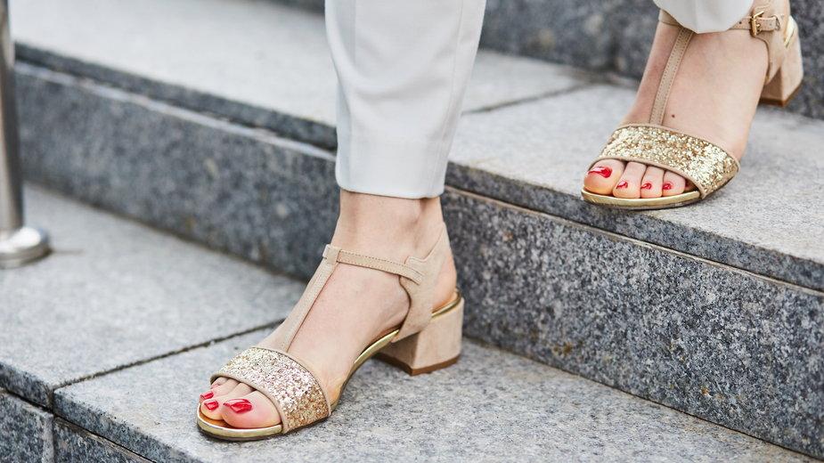 Trendy na lato 2021: najmodniejsze sandały damskie