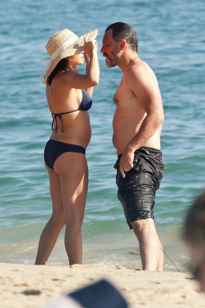 Ova slika je bila okidač za glasine o drugom stanju: Džena i Stiv prošlog avgusta na odmoru