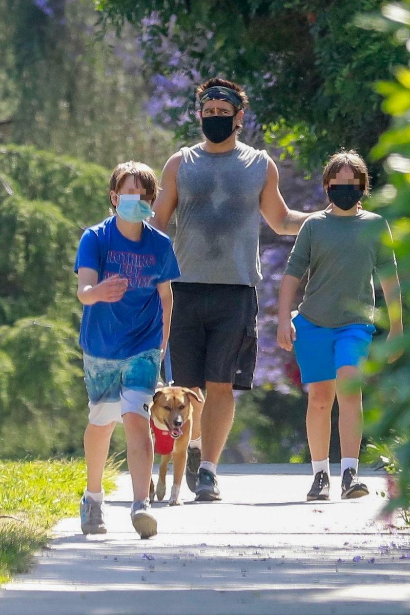 Colin Farrell z synem na spacerze