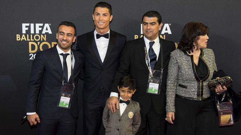 Na 29-letniego Portugalczyka głosowało prawie 28 procent uprawnionych; na jego największego rywala, Lionela Messiego o 3 procent mniej. Trzecie miejsce zajął bramkarz reprezentacji Niemiec, Manuel Neuer.