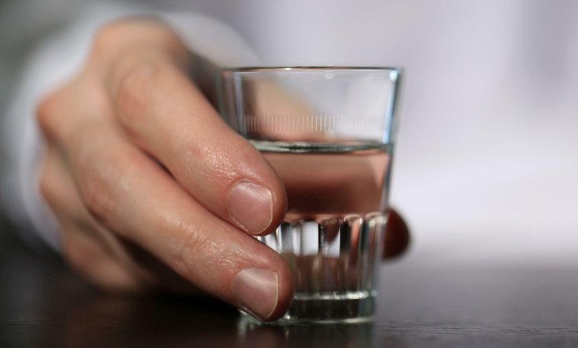 Tragiczny finał zawodów w piciu wódki w Zabrzu