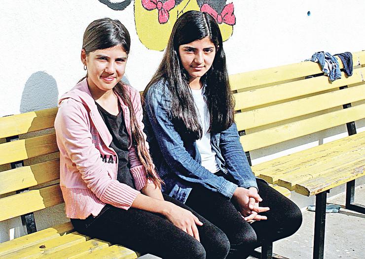 Sonja i Morsal su došle iz Avganistana i već tri godine žive u Srbiji, pohađaju školu i nadaju se boljem životu