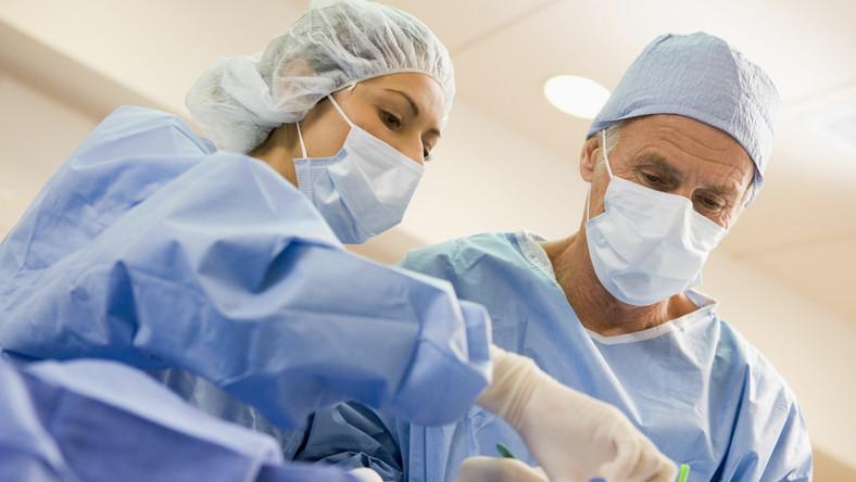 Chirurdzy przy pracy