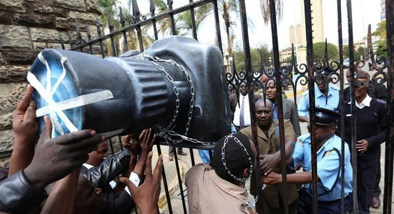Journalists protest outside Parliament