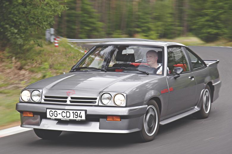Manta B GSi wygląda na szybszą, niż jest  w rzeczywistości – dobre osiągi to domena innych aut.