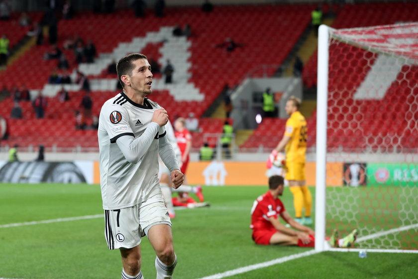 Albański piłkarz Legii Warszawa świętuje bramkę.