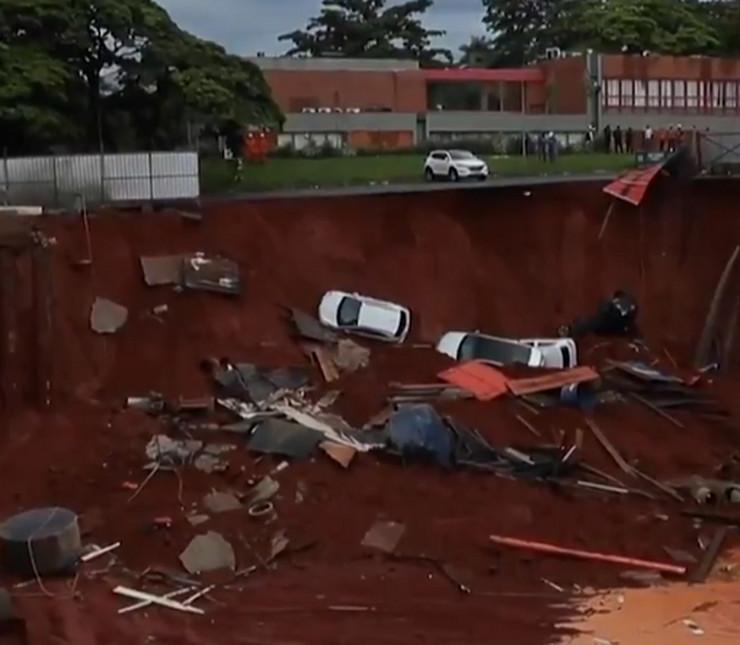 Džinovska rupa, progutala automobile, Brazilija