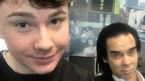 To zdjęcie nastolatka z Nickiem Cave'em to hit internetu