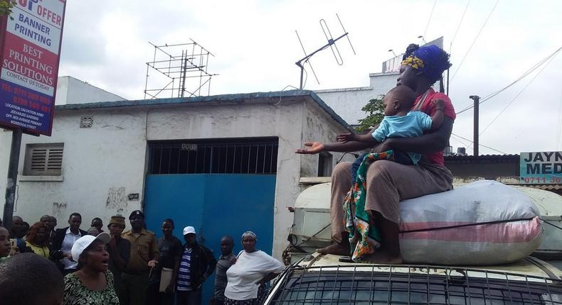 Sonko offers Sh40,000 reward for video of harassed female hawker forced to climb on Kanjo vehicle with baby at Fire Station in Nairobi CBD