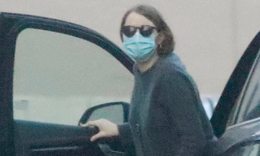 *EXCLUSIVE* Pregnant Emma Stone keeps cozy in a warm sweater as she is spotted leaving an appointmen