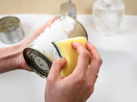Stručnjaci preporučuju pranje konzervi i plastičnih pakovanja deterdžentom