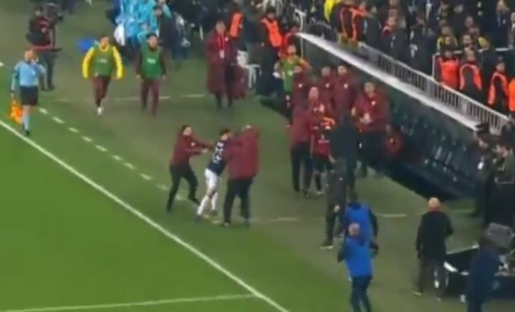 Fudbaler Fenerbahčea krenuo u obračun sa klupom Galatasaraja