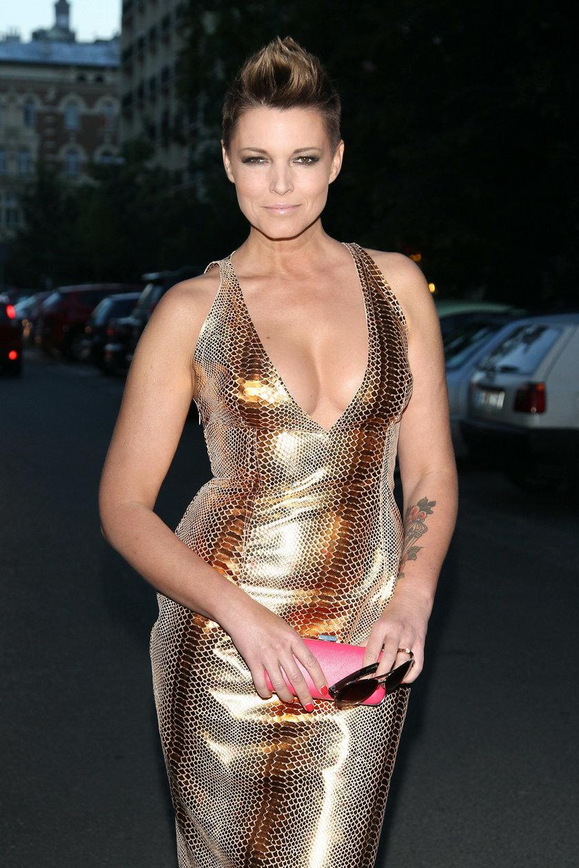 Ilona Felicjańska z dużym dekoltem w złotej sukience na imprezie Playboya