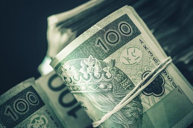 KNF przyznaje, że powszechność stosowania metody standardowej wpływa na pozycję polskiego sektora bankowego.