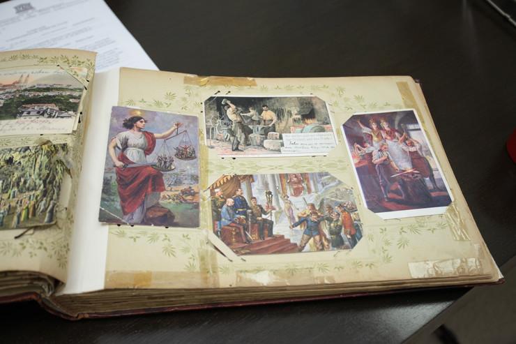 Poklonjena zbirka razglednica