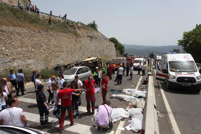 Autokar spadł w przepaść. Nie żyją 24 osoby