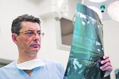 Prof dr Dejan Radenkovic, Marinko Madžgalj, 061217_RAS  foto Promo KCS_prva hiruska  005