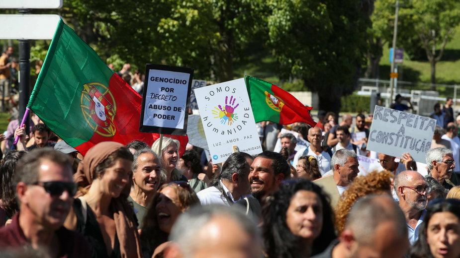 Protestujący w Lizbonie żądali zniesienia obostrzeń