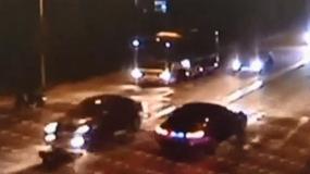 Pieszy potrącony trzykrotnie - zobacz nagranie policji