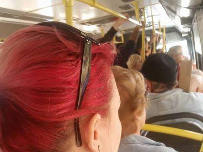 O ovoj dami iz autobusa priča CEO BEOGRAD: Kada vidite šta joj je na vratu, SHVATIĆETE ZAŠTO