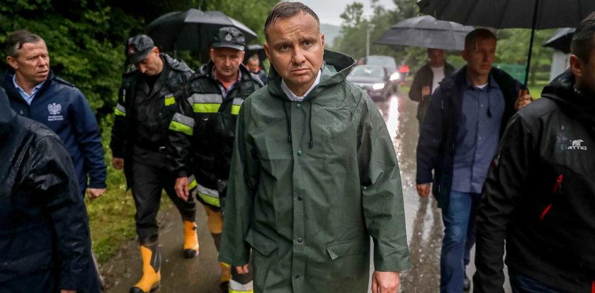 Andrzej Duda odwiedził w Małopolsce tereny dotknięte skutkami ulewy