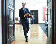 Premier Morawiecki wypowiadał się na temat ustawy ograniczającej handel w niedziele podczas wizyty w siedzibie firmy Mlekovita