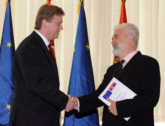 Predsednik srpske vlade uručiće odgovore o stanju u Srbiji komesaru za proširenje EU