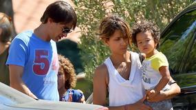 Halle Berry z dziećmi i mężem na placu zabaw. Urocze!