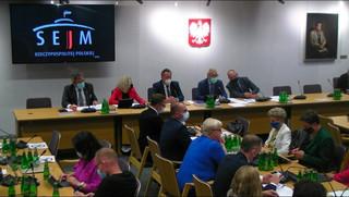 Komisja sejmowa rozpatrywała wniosek ws. immunitetu prezesa NIK. Banaś opuścił salę