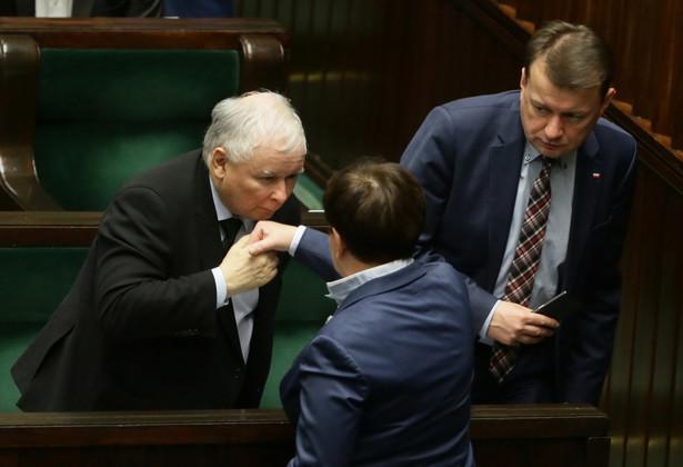 Premier Beata Szydło, prezes PiS Jarosław Kaczyński i minister spraw wewnętrznych i administracji Mariusz Błaszczak