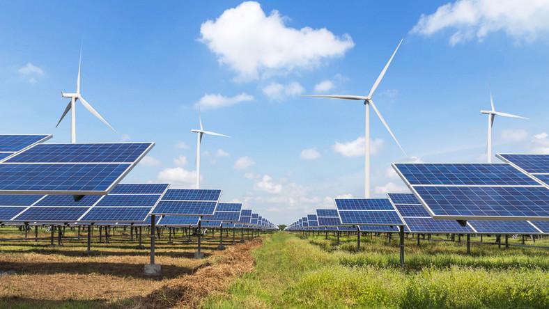 OZE panele słoneczne wiatraki energetyka