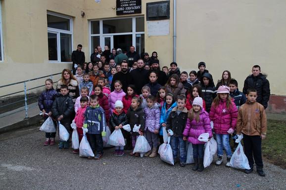 Monasi i deca u Goraždevcu