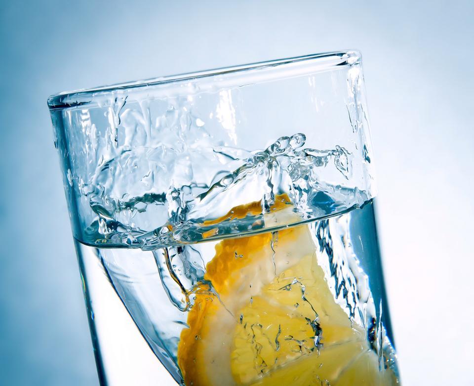 1. Woda - najważniejsza dla gładkiej skóry