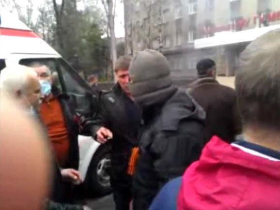 Proruski aktivisti uvode red posle okupacije ukrajinske policijske stanice