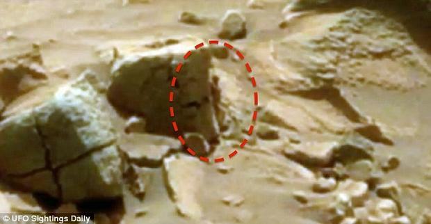 """""""Mały kosmita"""" na Marsie"""