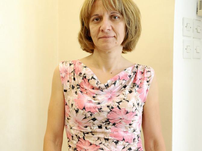 Jasminu (46) iz Beograda smo našminkali i presvukli u trendi odeću: Zapanjili smo se kad smo videli LEPOTU KOJA SE SKRIVALA ispod pogrešne frizure
