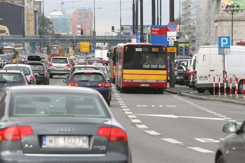 Sprawdziliśmy otwarty w środę nowy buspas otwarty w al. Jerozolimskich: autobusem jest 3 minuty szybciej, samochodem o 12 minut dłużej